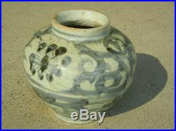 Antique Chinese Ming Dynasty Blue and White Porcelain Jar