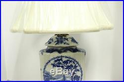 Beautiful Blue and White Porcelain Scallop Shape Jar Table Lamp Ormolu Brass