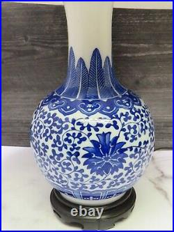 Blue White Porcelain Vtg Asian Lamp Flower Feather Motif Wood Base Chinoiserie