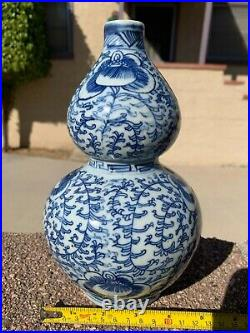 Chinese Antique Blue And White Porcelain Gourd Vase with Flowers