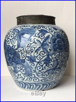 Chinese Ming Wanli period blue and white porcelain jar 16th -17th Century