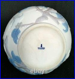 Lladro Flowers and Sparrows Lg Vase Blue White Porcelain Raised Pattern 4691.3