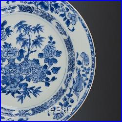 Nice lpair of Blue & White porcelain chargers, Qianlong, 18th ct